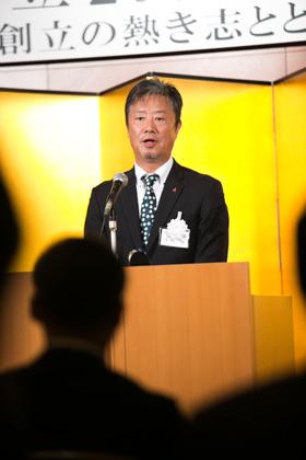 開会の挨拶をする平山剛副代表理事