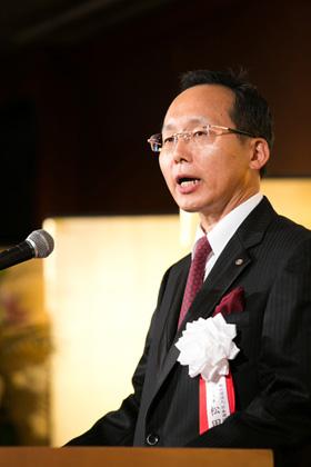 式辞を述べる松田高志代表理事