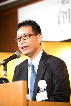 閉会の辞を述べる薛博夫副代表理事