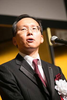 挨拶をする松田高志代表理事